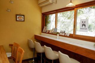 Cafe ZU-ZU_時の流れを感じる2つのカウンター席