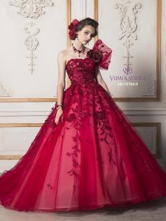 カラードレスで大人らしくかわいらしさを演出|幾重にもチュールをかさねて透明感を引き出したスカートと、...