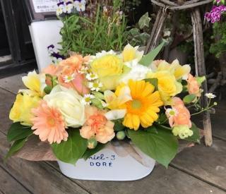 元気が出るアレンジメント|取り入れたい花や色のご希望にあわせてのフラワーアレンジメント。オレンジは元...