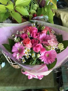 フラワーショップ四季_あらゆる場面を華やかにする花束