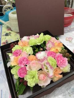 扱いやすいボックスフラワー|花を贈りたいけど、贈った先のお相手に手間をかけさせてしまうのでは……と心...