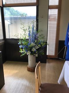 その場を華やかにする生け込み|ご依頼のあった場所にお花などの材料を持ち込んでその場で生けます。お店、...