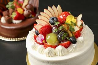 フルーツデコレーション|目にした瞬間のインパクトがありながらも華やかさのあるデコレーションケーキは、...