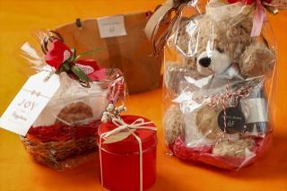 ラッピングギフト|自慢の焼き菓子やパウンドケーキを、お祝いのギフトや特別な日の贈り物に。カゴ入りやク...