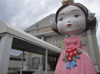日本初のブライダルファッションデザイナー|ブライダルの伝道師とも言われる桂由美。ドレスキャンプの岩谷...