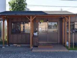 クラブハウス|受付と更衣室の利用など便利に利用できるクラブハウスはいろいろな情報が掲示されていたり、...