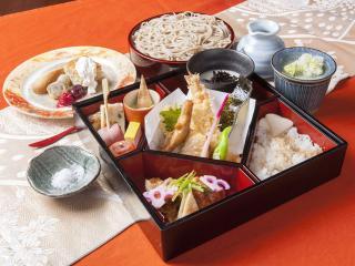 京都有喜屋 和蕎庵_特別蕎麦弁当「紅葉」…1,598円
