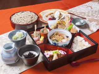 京都有喜屋 和蕎庵_特別蕎麦弁当「秋雅」…2,700円