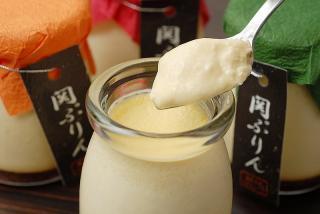関ぷりん…250円|低温殺菌関牛乳と地元の有精卵を使用し、濃厚とろ~りなめらかに仕上げたぷりん。