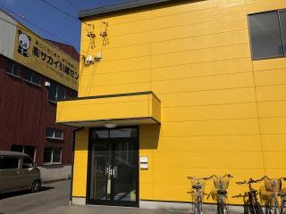 黄色い建物が事務所です|1,080円の「安心保証パック」がおすすめ。掃除から配置換えまで、引越し後の新居で...
