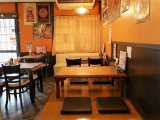 インド・ネパール料理で宴会・食事会|店内はテーブル席のほかお座敷も完備。宴会や食事会におすすめの「パ...