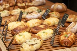 素材にこだわったやさしいパン|添加物や香料を使うことで、パンは効率的に作ることができますが、このお店...