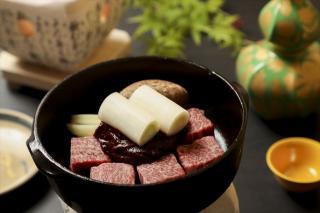 イチボ 牛鍋(味噌鍋仕立)…3,630円|大将が本当に良いと思う最上級のお肉、飛騨牛A5ランクのイチボは旨味...