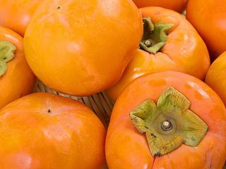 富有柿へのこだわり|柿のおいしさを見分けるには「ヘタ」がとても重要で4枚きれいにヘタが残っていて、さ...