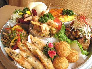 お粥と創作中華料理の店 小槌_お花は満開 お腹は満腹!春のお弁当特集_写真1
