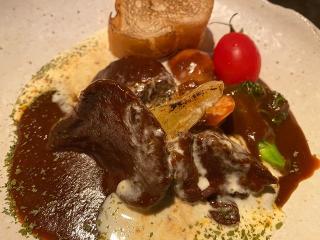 牛タンシチューランチ…2,178円 スープ、サラダ、ライスorバケット付き