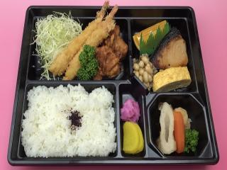 寿司・一品料理 日本泉_お花は満開 お腹は満腹! 春のお弁当・テイクアウト特集_写真1