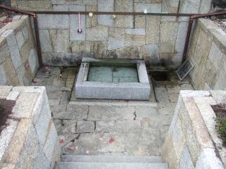 上面八幡神社の自噴井の写真