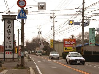関・岐阜方面から 国道248号線「東田原」の点滅信号交差点を右折して南へ。