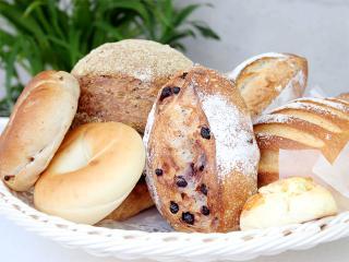パンと言っても実に種類は様々。未体験のパンから順に試してみるのも面白い。