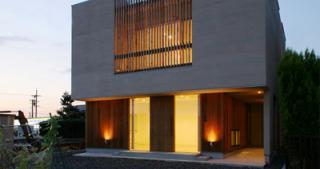 A邸新築工事|1階は一部事務所で2階が住宅のA邸。南道路で全体の採光を取り入れながら住宅部分を目立た...