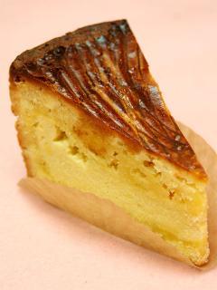 ガトーバスク…422円|ESAKIの人気No.1!ザックリと焼きこまれた外側の力強く軽快な香ばしさと、甘さ控えめでや...