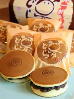 夢どら…155円|吉野屋イチ押しのどら焼き。ふわふわしっとりの、食べて笑顔になれる夢のお菓子。