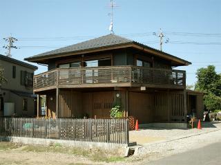 当社のモデルルームとしても使用しています、私(加藤)の家です。7.28m四方です。屋根は方形、2階外部はガルバ...