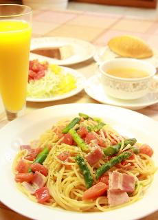 パスタディナー…1,390円 本日のパスタに、スープ、サラダ、パン、デザート、ドリンクがつく夜限定のお値打...