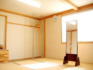 2階 着付室|専用の着付室と自社専任スタッフで、着付のシーンを幅広くサポート。事前予約で営業時間外・定...