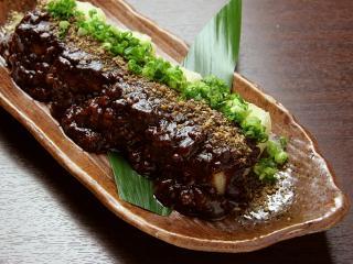 揚げ豆腐の肉みそかけ…520円 丹波あじわいどりのミンチが旨さの決め手!揚げたての豆腐にたっぷりかかった...