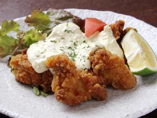 鶏南蛮タルタルソース…740円 卵をふんだんに使った濃厚な自家製タルタルソースが、スパイシーにさっくり揚...