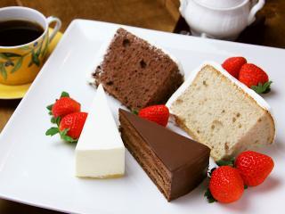 チョコレートケーキ、レア・チーズケーキ、シフォンケーキ(チョコレート・スパイス)。素材にこだわり、全て...